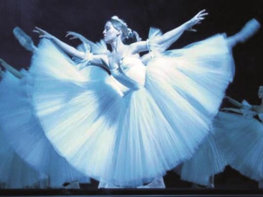 RNB Tänzerinnen mit Arabesque