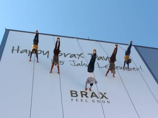 Künstlervermittlung: Vertical Catwalk Frankfurt - Künstleragentur | DIE ALLESLÖSER
