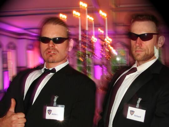 Künstlervermittlung: 2 Comedy Bodyguards Frankfurt - Künstleragentur | DIE ALLESLÖSER