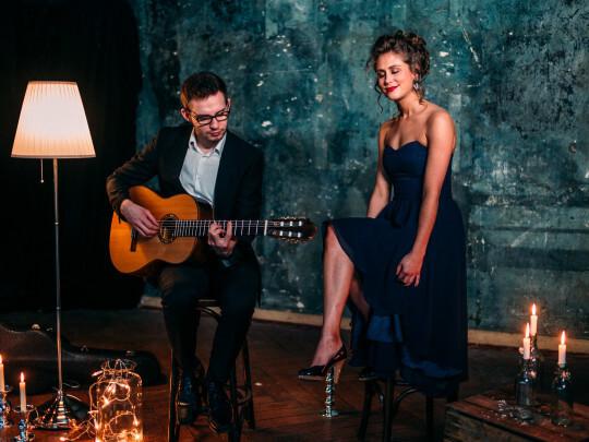 Künstlervermittlung: Duo Zweiklang mit Gitarre Frankfurt - Künstleragentur | DIE ALLESLÖSER