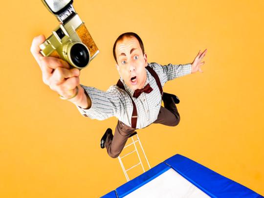 Jean-Ferry Comedy Trampolin springend mit Kamera