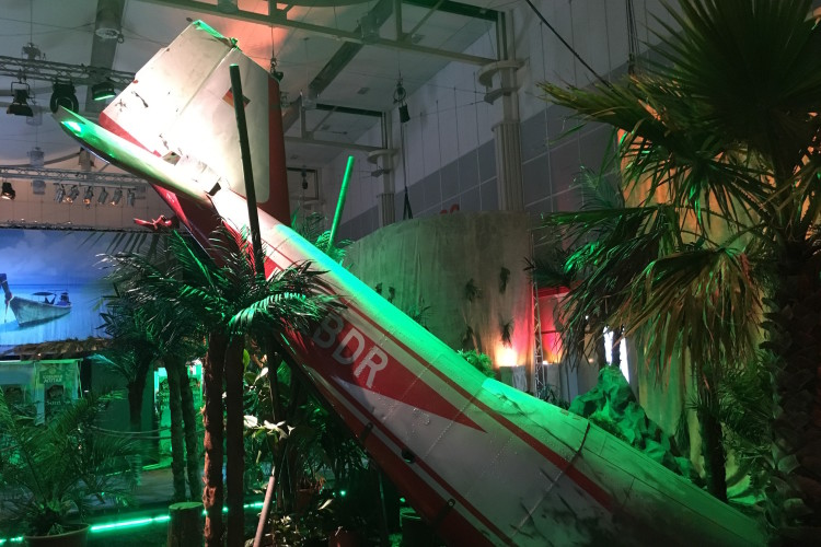 Flugzeugwrack mieten event portal - Dekoration dschungel ...