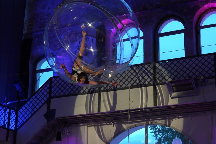 Eliza in der Bubble