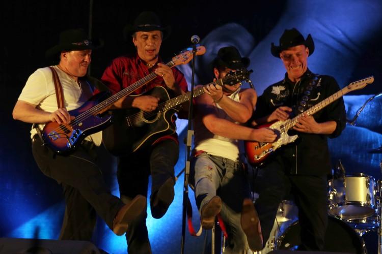 Mavericks mit Gitarren