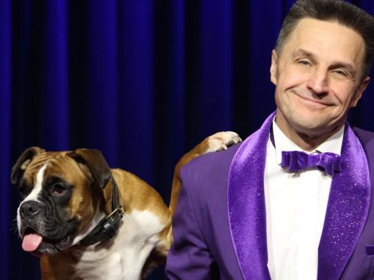 Leonid Beljakov mit seinem Hund