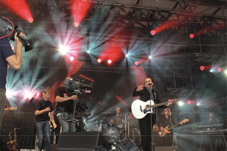 Westernhagen Double auf einer Bühne